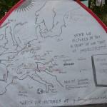 La tente est recouverte de villes de toute l'Europe